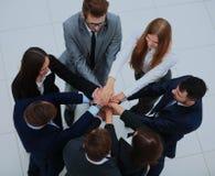 Vue supérieure des gens d'affaires avec leurs mains ensemble en cercle Photo stock