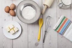 Vue supérieure des ingrédients de cuisson sur la table Photographie stock libre de droits