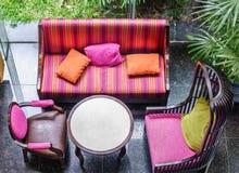 Vue supérieure des meubles quatre colorés pour la relaxation photo stock