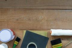 Vue supérieure des outils de peinture de construction photographie stock