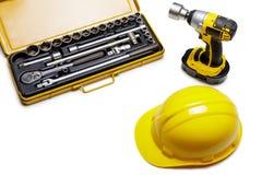Vue supérieure des outils de travail Foret électrique, casque de protection et photographie stock libre de droits