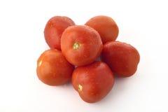 Vue supérieure des tomates rouges empilées sur le fond blanc Images stock