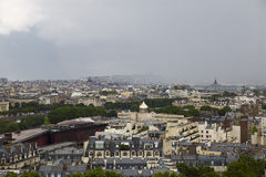 Vue supérieure des voisinages centraux de Paris et d'un approachin Images stock