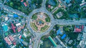 Vue supérieure du cercle de trafic du Roi Narai, point de repère de Lop Buri Photos libres de droits