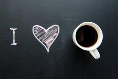 Vue supérieure du dessin de griffonnage de coeur d'amour sur le tableau images stock