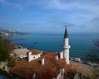 Vue supérieure du nid tranquille de palais ou de villa de Balchik sur le backgr Image stock