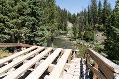Vue supérieure du radeau et du lancement de canotage dans la région de Boundary Creek de l'Idaho, une tache populaire pour commen image libre de droits
