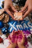 Vue supérieure renversée par fond de fête de Noël Photographie stock libre de droits