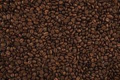 Vue supérieure sur la texture de fond des grains de café images stock