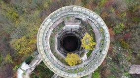 Vue supérieure sur la tour ruinée du château de Chervonohrad l'ukraine banque de vidéos