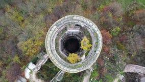 Vue supérieure sur les tours ruinées du château de Chervonohrad l'ukraine banque de vidéos