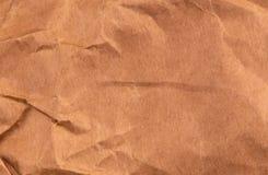 Vue supérieure tordue de fond texturisé de papier de Brown emballage photographie stock libre de droits