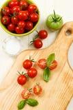 Vue supplémentaire des tomates-cerises mûres Images stock