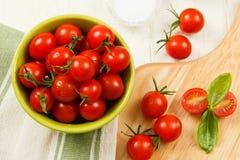 Vue supplémentaire des tomates-cerises rouges Photos stock