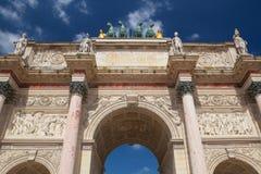 Vue sur Arc de Triomphe à Paris france Photos stock