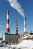 Vue sur construire le Kamtchatka CHP-1 avec des tuyaux de tabagisme Russie Photo stock