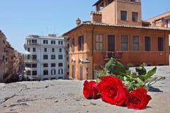 Vue sur des dessus de toit de Rome. Image libre de droits