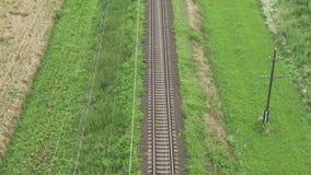 Vue sur des lignes de voie de chemin de fer banque de vidéos