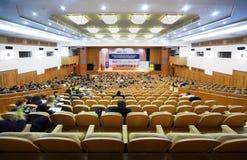 Vue sur l'étape sur le premier forum financier annuel Photo stock