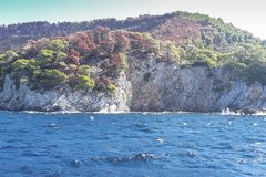 Vue sur l'île de Skopelos, Grèce photos libres de droits