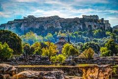 Vue sur l'Acropole de l'agora antique, Athènes, Grèce Image stock