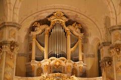 Vue sur l'organe historique dans l'église de femme à Dresde Saxe Allemagne photos stock