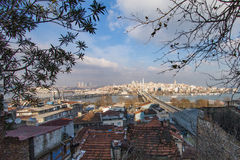 Vue sur la baie d'or de klaxon de la tour de Galata Photo stock