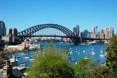 Vue sur la baie de Lavander et le pont de port, Sydney image stock