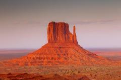 Vue sur la butte est de mitaine en vallée de monument l'arizona photos libres de droits