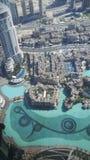 Vue sur la fontaine de Dubaï de la surveillance Burj Khalifa Photo libre de droits