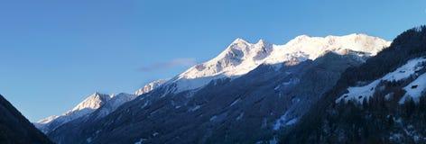 Vue sur la gamme de montagne de Stubai Alpen, Autriche Photo stock