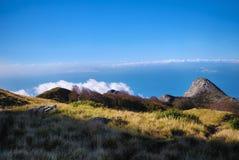 Vue sur la mer des montagnes image libre de droits