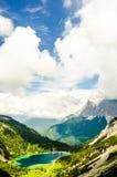 Vue sur la montagne de Zugspitze du lac Seeben photographie stock libre de droits