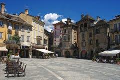 Vue sur la place centrale de Domodossola, Piémont, Italie Images libres de droits