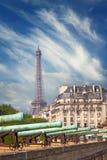 Vue sur la résidence nationale de l'Invalids et du Tour Eiffel Image libre de droits
