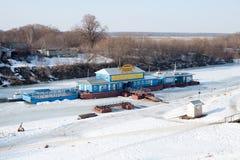 Vue sur la rivière Trubezh et le pilier dans la ville Riazan Photo stock