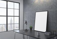 Vue sur la table se penchant sur le mur Photographie stock