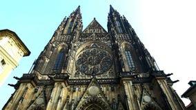 Vue sur la vieille cathédrale de Prague clips vidéos