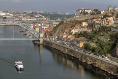 Vue sur la vieille ville sur la rivière de Douro, Porto Photos libres de droits