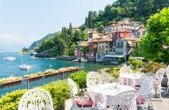 Vue sur la ville romantique Varenna sur le lac Como, Italie du nord Image stock