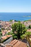 Vue sur la ville Taormina sur la côte ionienne Photographie stock libre de droits