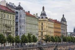 Vue sur le bord de mer de la rivière de Vltava images libres de droits