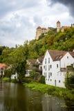 Vue sur le château de Harburg du pont au-dessus de la rivière de Wornitz dans la ville de Harburg en Bavière, Allemagne photo stock