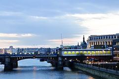 Vue sur le fleuve de Tamise à la nuit, Londres Photo libre de droits