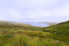 Vue sur le lac de montagne en Norvège images libres de droits