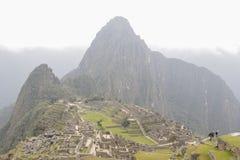 Vue sur le Machu Pichuu un jour nuageux photographie stock