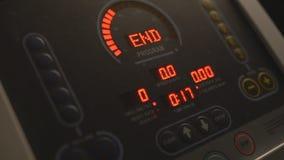Vue sur le moniteur électronique du simulateur, plan rapproché clips vidéos