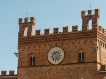 Vue sur le Palazzo Pubblico, Sienne, Italie Photo stock