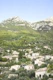 Vue sur le petit village Deia, Majorca photographie stock