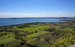 Vue sur le policier et les vignobles de lac Images libres de droits